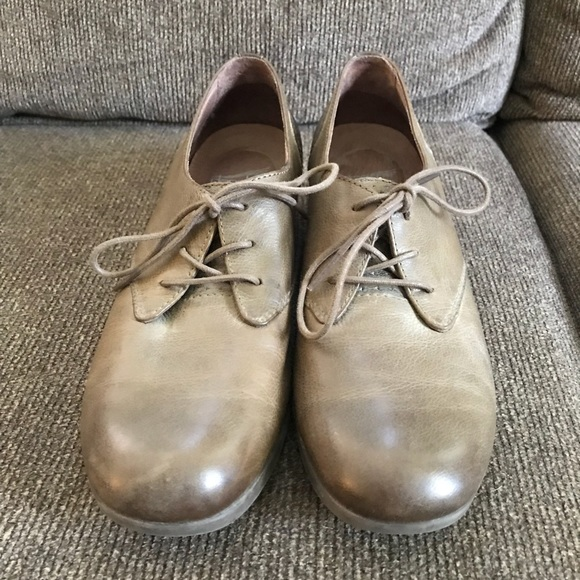 95f1b2ee8d383 Women's Dansko Louise Burnished Taupe Size 39/8 M